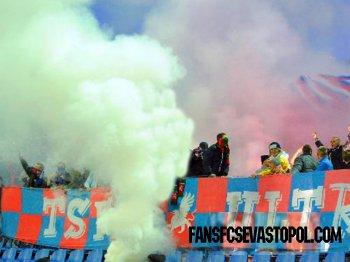 """В Симферополе фанаты """"Таврии"""" подожгли стадион."""