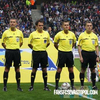 УЕФА назначил арбитров на Евро